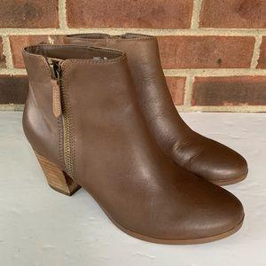 Crown Vintage Sandy brown leather ankle booties